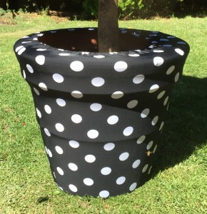 BLack and White pokadot coloured Pot cover